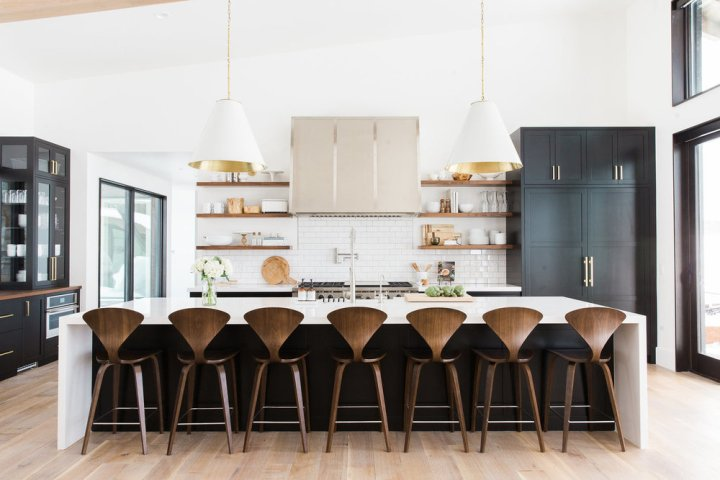 Black,+white+and+wood+kitchen+with+brass+hardware+__+Studio+McGee+1.39.34+PM